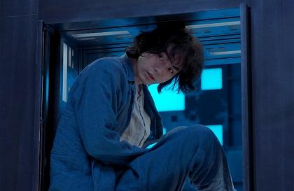 菅田将暉さん主演 名作スリラーの公認リメイク 映画『CUBE 一度入ったら、最後』オリジナルステッカーをプレゼント